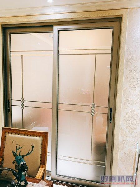郑州换地弹簧修门 门窗维修 修玻璃门